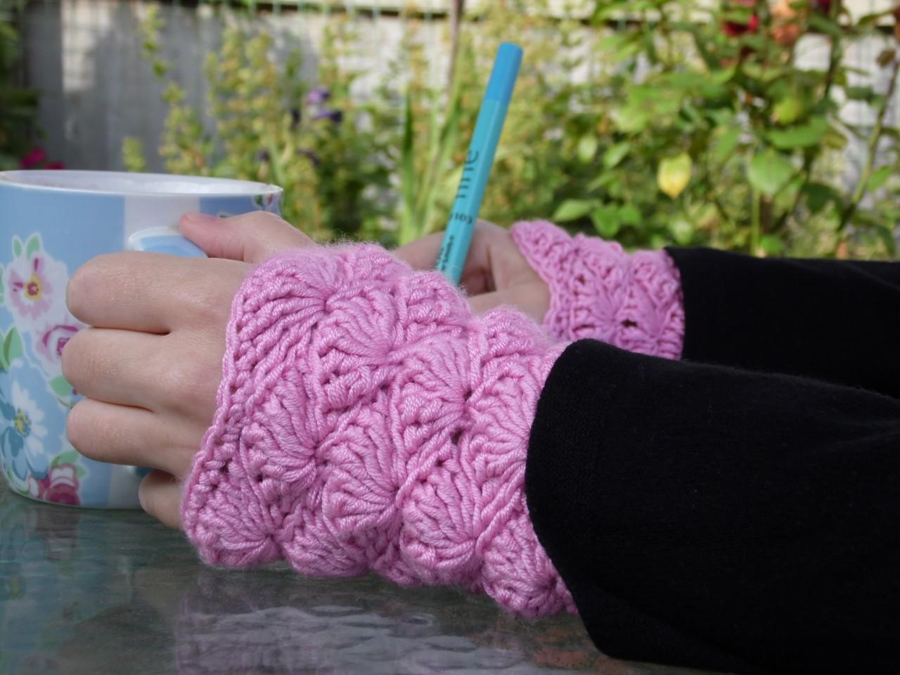 Shell Wrist Warmers Crochet